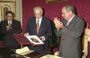 2 juny de 2001 Es nomenat fill predilecte de Cervera.